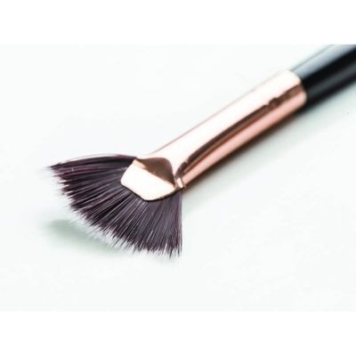 https://content.thefroot.com/media/market_products/4bbf3/1nascita-professional-curved-mascara-fan-brush-147.jpg